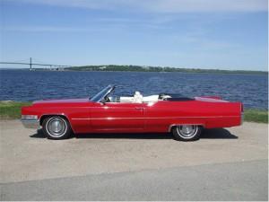 Cadillac är en klassiker när man förnyar sina löften eller gifter sig i solnedgången.